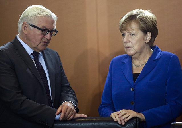 Frank-Walter Steinmeier et Angela Merkel