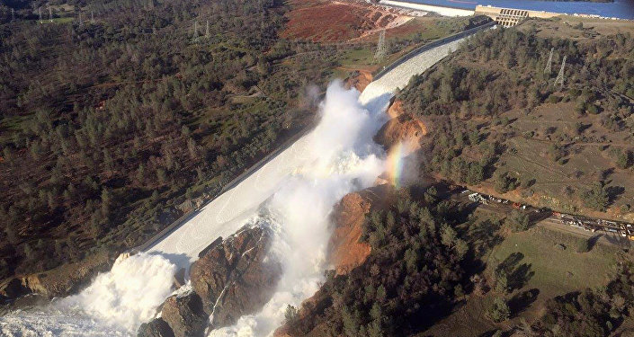 Images en direct depuis le lieu de l'effondrement du barrage aux USA