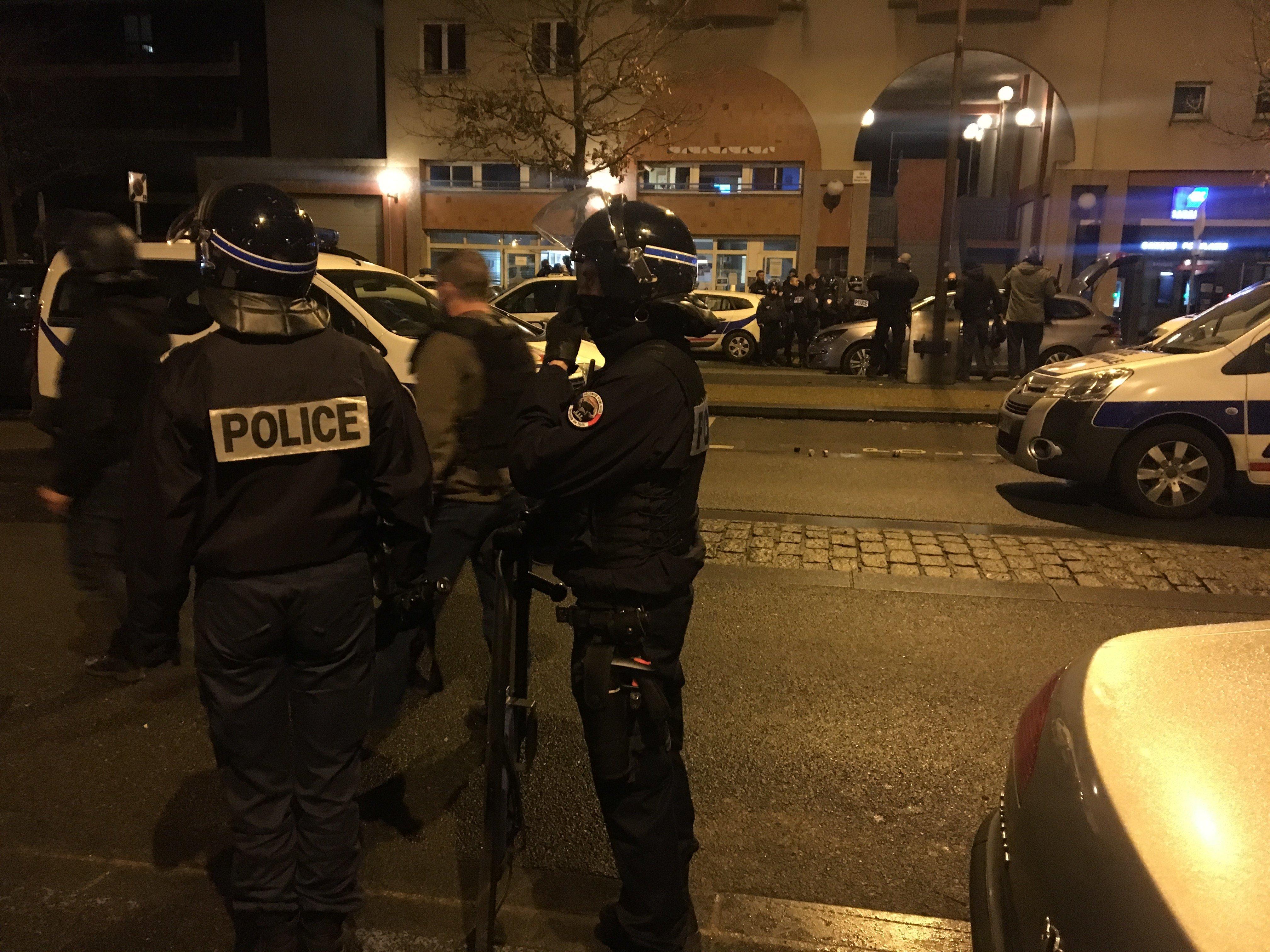 Police lors des émeutes