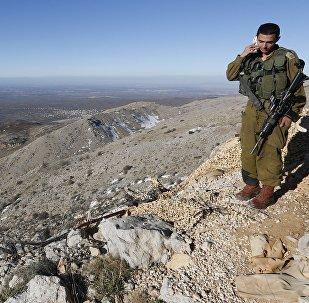 Israël attaque l'armée syrienne sur le Golan