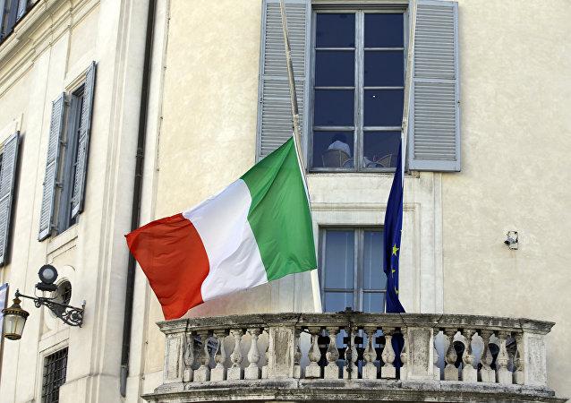 drapeaux de l'Italie et de l'UE