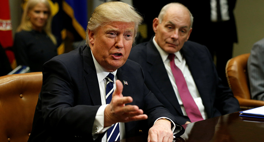 Le président US Donadl Trump et le secrétaire à la Sécurité intérieure John Kelly