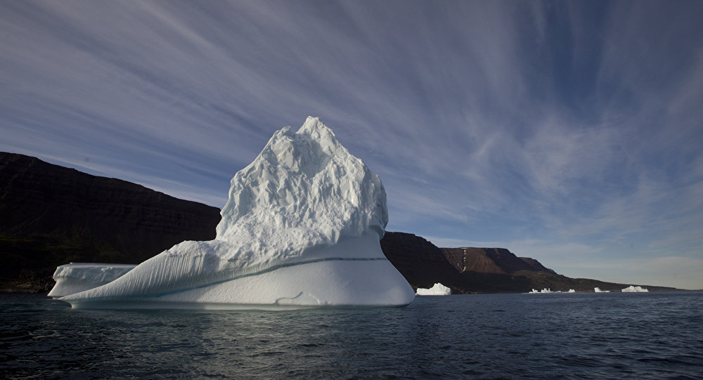 Un gigantesque iceberg à la dérive menace un village du Groenland