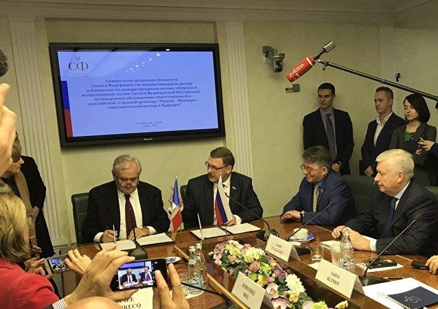 Les sénateurs russes et français signent un protocole de coopération