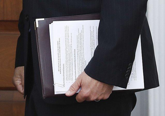 Pour rencontrer Poutine, Trump étudie un fichier de recommandations de plusieurs pages