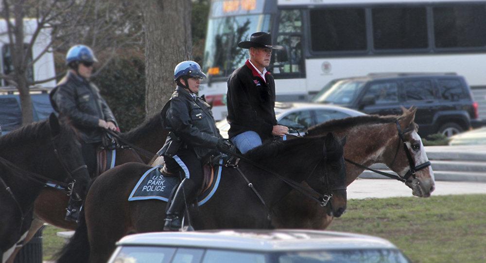 Ryan Zinke à cheval