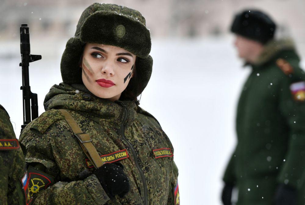 Belles et audacieuses: le concours de beauté «Maquillage sous camouflage»