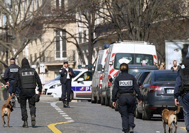 Hollande qualifie d'«attentat» l'explosion d'une enveloppe piégée au siège du FMI à Paris