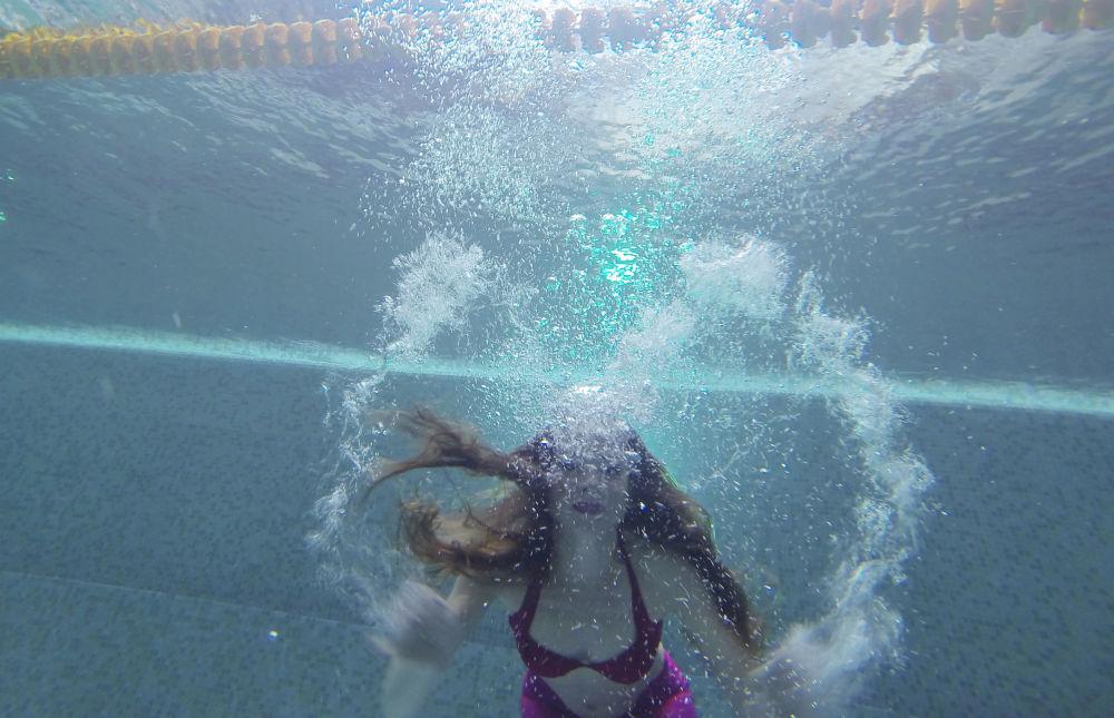 Il n'y a pas de limite d'âge pour la pratique de la nage avec monopalme, pas plus qu'il n'y en a pour devenir une sirène.