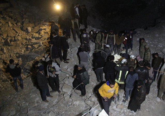 Le lieu de après la frappe contre une mosquée syrienne