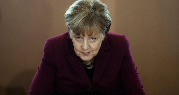 Conflit sur les migrants: démission du ministre allemand de l'Intérieur