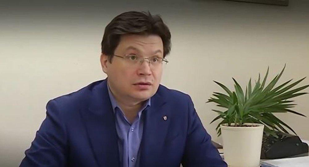 Une plante se flétrit lors d'une interview consacrée aux «candidats méritants» (Vidéo)