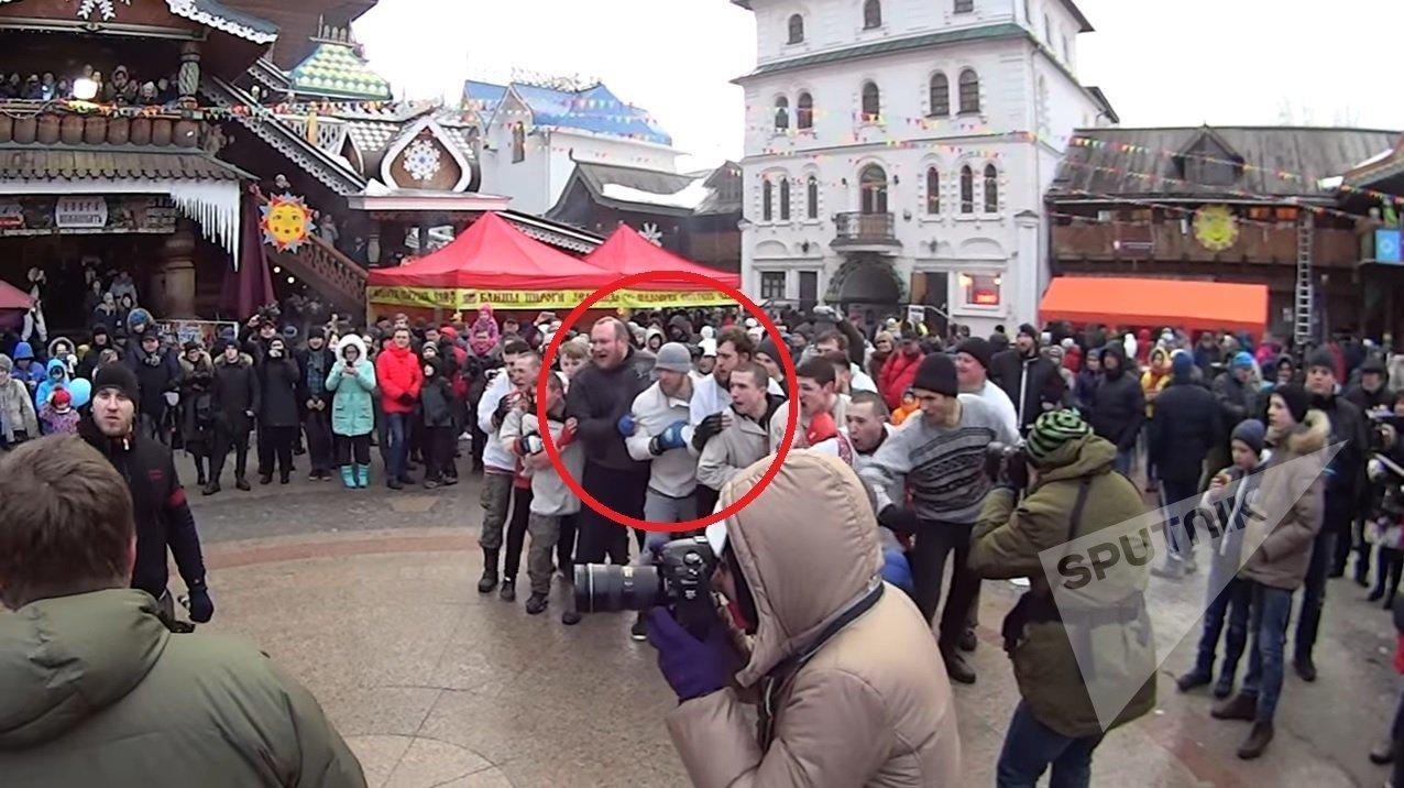 ...et le même homme apparait dans le même milieu  dans la vidéo russe!