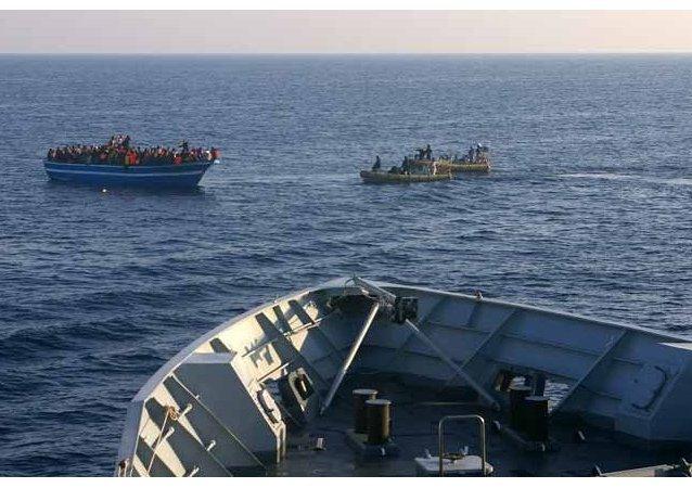 Les corps des migrants illégaux trouvés dans un bateau au large de la côte de l'Italie