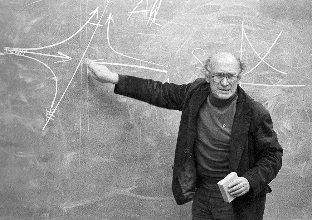 Albert Molchanov, docteur en sciences physiques et mathématiques du Centre de recherche de l'Académie des sciences