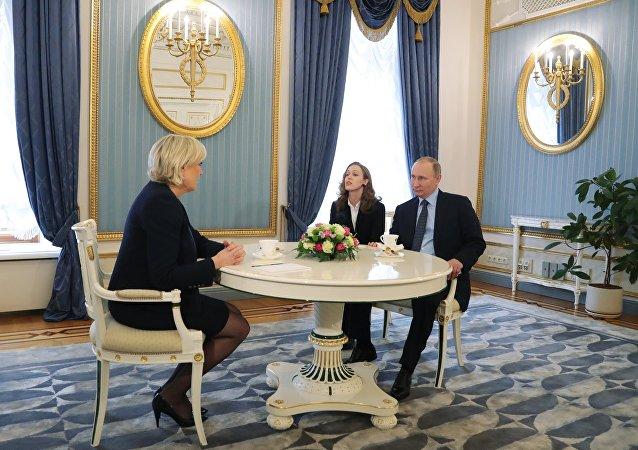 Vladimir Poutine lors de la rencontre avec Marine Le Pen au Kremlin
