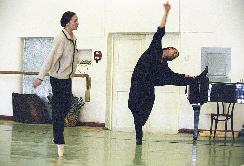 Solistes de premier plan du Théâtre Bolchoï Nadejda Gracheva et Sergueï Filine lors d'une répétition du nouveau ballet « Léa ».