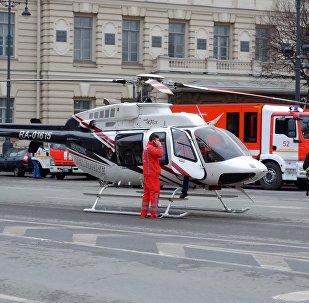 Evacuation des blessés suite à l'explosion dans le métro à Saint-Pétersbourg