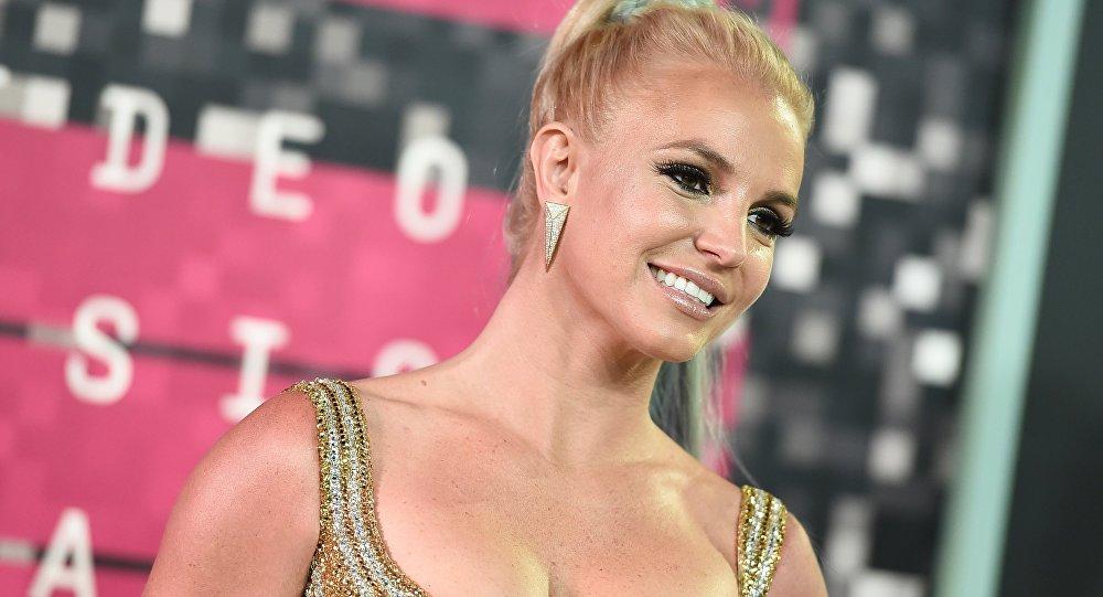 «Crac»: Britney Spears se casse le pied en dansant et publie les images de la scène - vidéo