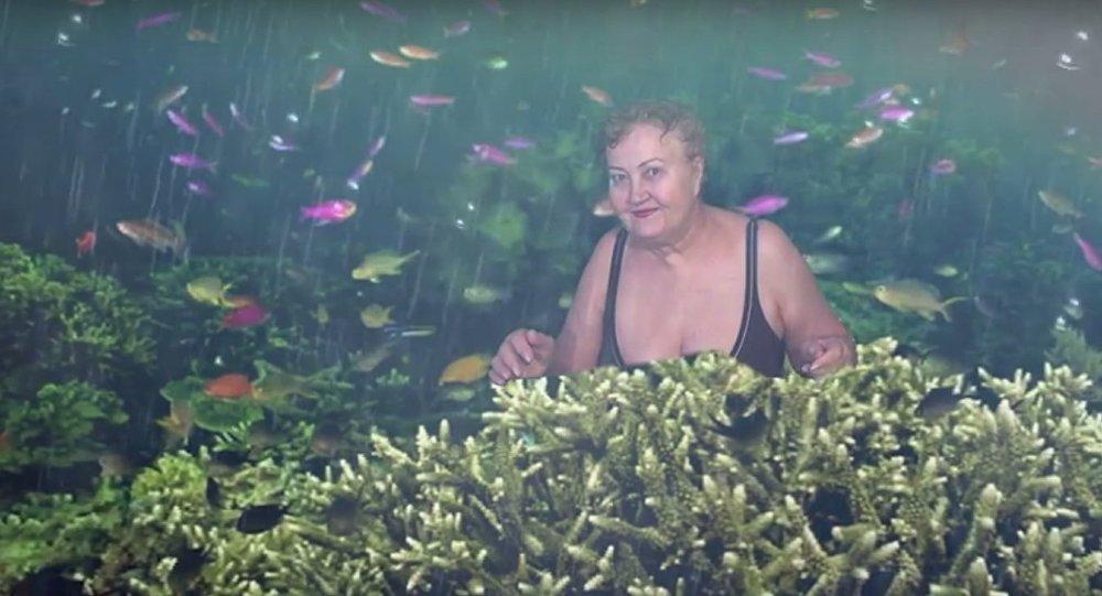 « Attention! Je plonge!»: une retraitée russe donne des leçons de montage vidéo (Vidéo)