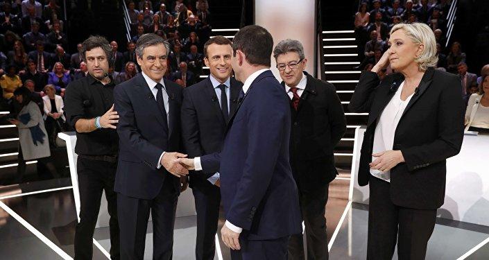 Fillon et Mélenchon aux trousses de Macron et Le Pen