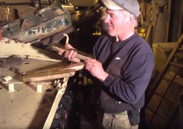Quand un Britannique découvre des lingots d'or dans un vieux T-54 soviétique