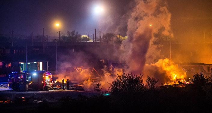 l'incendie qui a détruit le camp de Grande-Synthe