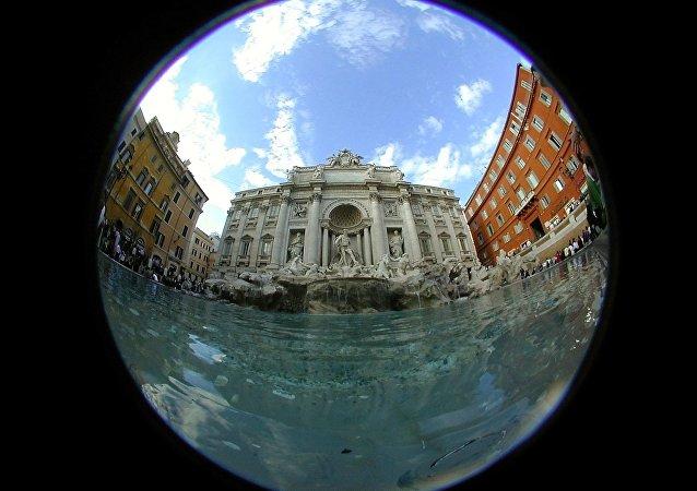 Vue de la Fontaine de Trevi dans le centre de Rome