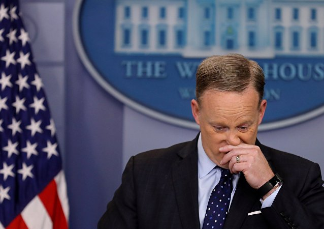 Pourquoi le porte-parole de la Maison-Blanche Sean Spicer a-t-il démissionné?