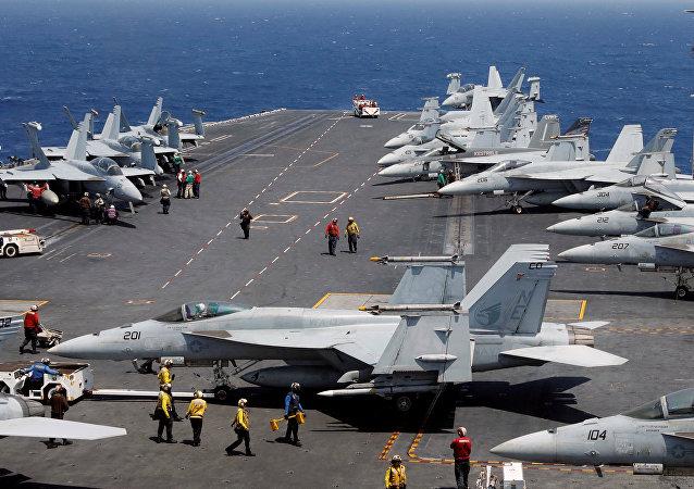 L'USS Carl Vinson  pendant un exercice de routine en mer de Chine méridionale