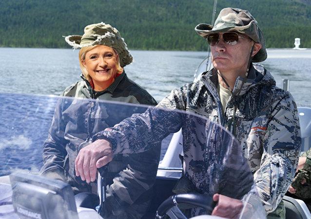 Marine Le Pen et Vladimir Poutine, collage créé par la rédaction Sputnik