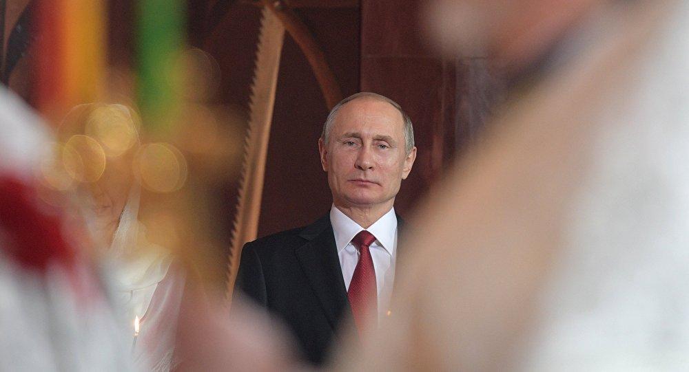 Vladimir Poutine lors de la messe de Pâques