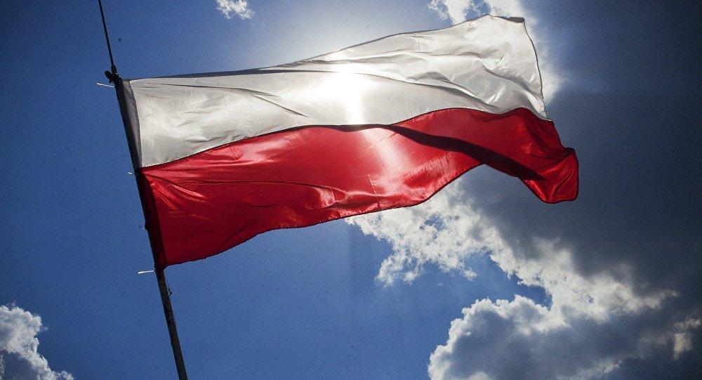 Un drapeau de la Pologne