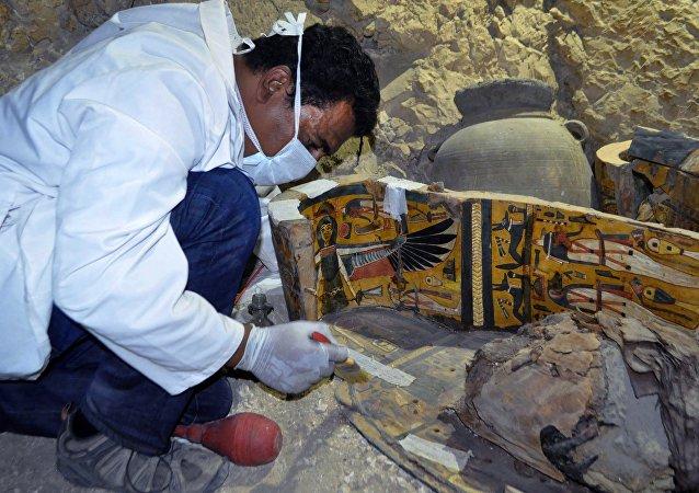 Des artefacts uniques retrouvés dans un tombeau égyptien à Louxor
