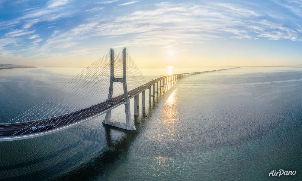 Le pont Vasco de Gama à Lisbonne, Portugal