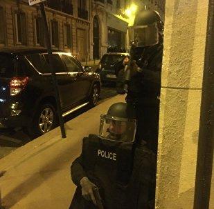 La police à Paris après deux fusillades près des Champs-Elysées