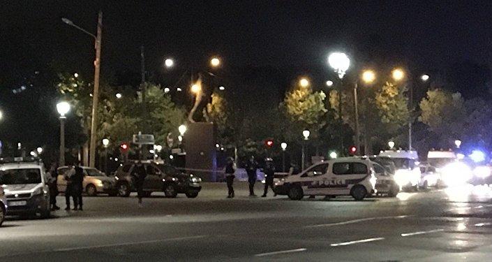La police au centre de Paris après une fusillade près des Champs-Elysées