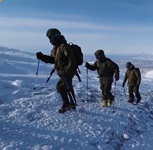 Les forces spéciales russes à la conquête d'un volcan