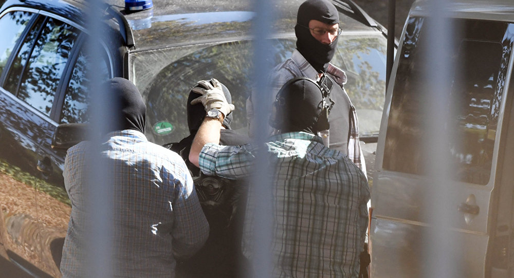 Un homme soupçonné d'être terroriste de Daech arrive à la Cour suprême fédérale à Karlsruhe, dans le sud de l'Allemagne, le 13 septembre 2016
