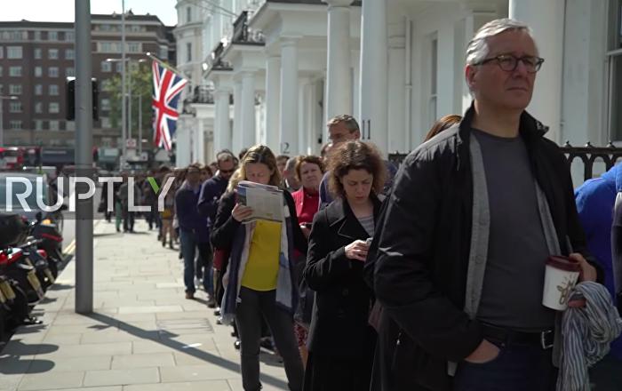 Une file d'attente de 3h en 3min: les Français votent à Londres