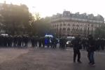 La police tente de repousser les manifestants du centre de Paris