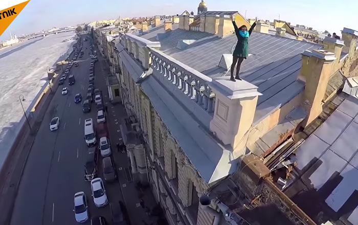 Une promenade vertigineuse sur les toits de Saint-Pétersbourg et Moscou