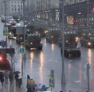 Les chars inondent Moscou: répétition du Défilé de la Victoire