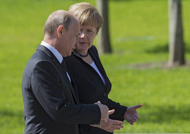 Vladimir Poutin et Angela Merkel