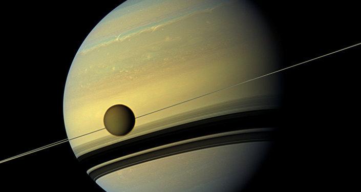 Les mystérieuses dunes du plus grand satellite de Saturne (vidéo)