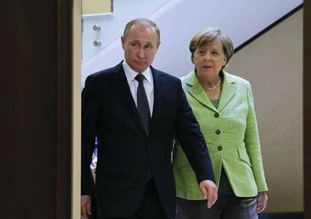 Vladimir Poutine et Angela Merkel. Archive photo