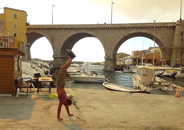 Visitez Marseille sur vos deux… mains