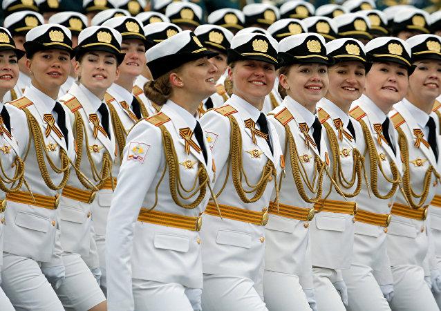 Courage et beauté, quand les soldates russes défilent pour la Victoire (photos, vidéos)
