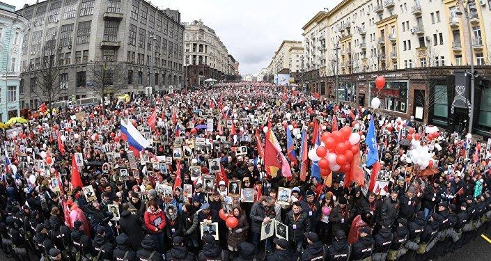 Le défilé du Régiment immortel: «Pour qu'on n'oublie jamais»