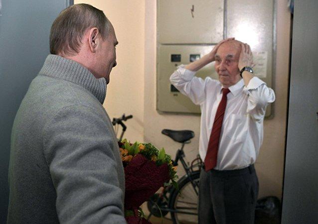 Vladimir Poutine a rendu une visite surprise à son ancien directeur du KGB